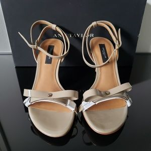 NIB Ann Taylor patent leather nude bow sandal